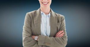 Image composée des bras debout de femme d'affaires heureuse croisés photo libre de droits