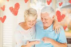Image composée des coeurs supérieurs 3d de couples et de valentines Image stock