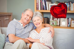 Image composée des coeurs supérieurs 3d de couples et de valentines Images stock