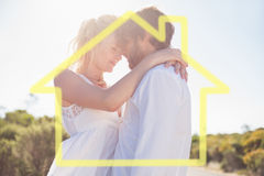 Image composée des couples attrayants embrassant par la route Images libres de droits