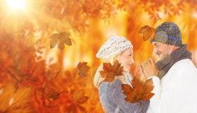 Image composée des couples de sourire mignons tenant des mains Photo stock