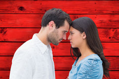 Image composée des couples fâchés regardant fixement l'un l'autre Image libre de droits