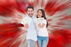 Image composée des couples heureux montrant leur argent Photographie stock