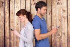 Image composée des couples les deux message textuels de envoi Photographie stock libre de droits