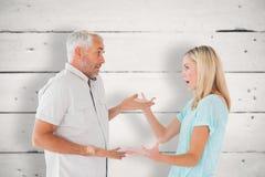 Image composée des couples malheureux ayant un argument images stock