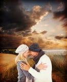 Image composée des couples mignons de sourire romancing au-dessus du fond blanc Photographie stock