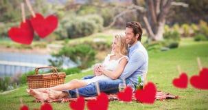 Image composée des couples mignons la date avec des bras autour Image libre de droits