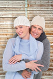 Image composée des couples occasionnels dans l'habillement chaud Photo stock