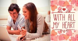 Image composée des couples sur des mots d'ordinateur et de valentines Photo stock
