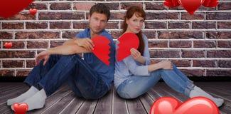 Image composée des couples tenant un coeur brisé 3D Image libre de droits