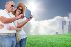 Image composée des couples vacationing prenant la photo Photo libre de droits