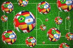 Image composée des football dans les drapeaux internationaux Illustration de Vecteur