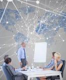 Image composée des gens d'affaires écoutant au cours de la réunion Image stock