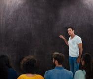 Image composée des gens d'affaires créatifs au travail à côté du tableau noir photos libres de droits