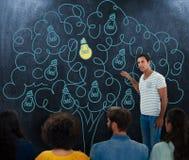 Image composée des gens d'affaires créatifs au travail à côté du tableau noir image stock
