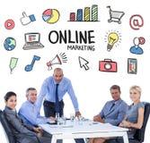 Image composée des gens d'affaires heureux regardant l'appareil-photo Image stock