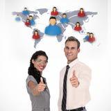 Image composée des gens d'affaires heureux regardant l'appareil-photo avec des pouces  Photo libre de droits