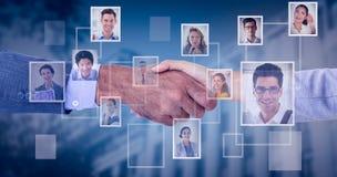 Image composée des gens d'affaires se serrant la main sur le fond blanc Photo libre de droits