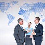 Image composée des gens d'affaires se tenant et parlant Photographie stock libre de droits