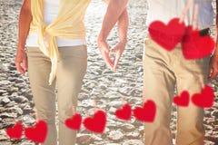 Image composée des mains émouvantes de couples supérieurs heureux Image stock