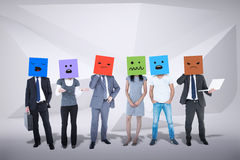 Image composée des personnes avec des boîtes sur leurs têtes Photo stock