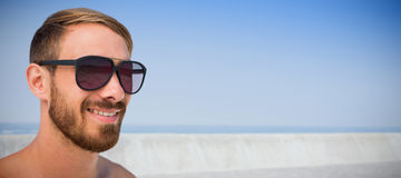Image composée des verres de soleil de port d'homme à la mode Photos libres de droits