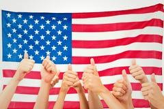 Image composée du groupe de mains renonçant à des pouces Image libre de droits