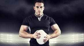 Image composée du joueur dur de rugby regardant l'appareil-photo Images libres de droits