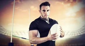Image composée du joueur dur de rugby regardant l'appareil-photo Photographie stock libre de droits
