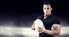 Image composée du joueur dur de rugby regardant l'appareil-photo Photo stock