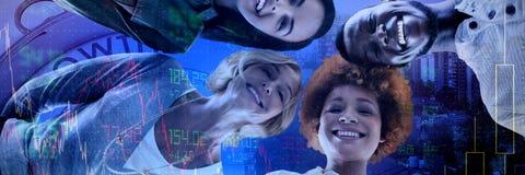 Image composée du portrait d'angle faible des gens d'affaires de sourire de position photographie stock libre de droits