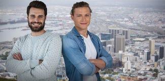 Image composée du portrait de jeunes amis masculins avec des bras croisés Image stock