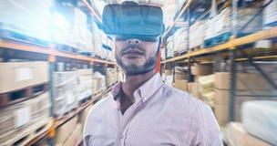Image composée du portrait de l'homme d'affaires tenant les verres virtuels photos stock