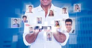 Image composée du portrait de l'homme de sourire montrant la tablette Photos stock