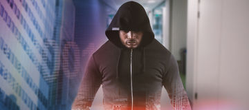 Image composée du voleur masculin dans la position noire de hoodie Photos stock