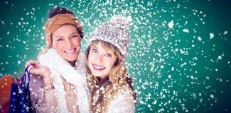Image composée de belles femmes tenant des paniers regardant l'appareil-photo Image stock