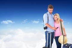 Image composée de jeunes couples attrayants prêts à partir en vacances Image libre de droits
