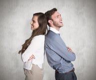 Image composée de jeunes couples heureux se tenant de nouveau au dos Image stock