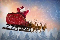 Image composée de l'équitation du père noël sur le traîneau pendant le Noël Image stock