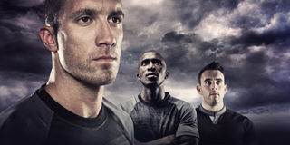 Image composée de plan rapproché du joueur sérieux de rugby regardant loin Photographie stock