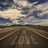 Image conceptuelle de route avec l'amour de Word Photo libre de droits