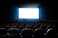 Image contrastée d'écran de salle de cinéma images stock