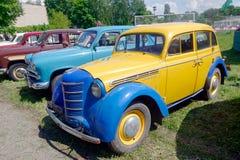 Image courante automobile de vintage de Moskvich 401 Photographie stock libre de droits