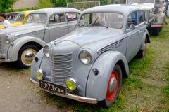 Image courante automobile de vintage de Moskvich 401 Images libres de droits