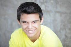 Image courante d'un sourire d'adolescent photos stock