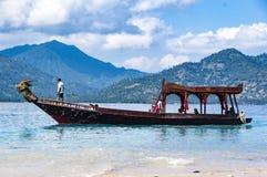 Image d'éditorial de Documentaru Bateau en bois traditionnel chez Bali Photographie stock libre de droits