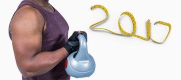 image 3D composée d'homme d'ajustement s'exerçant avec le kettlebell Images stock