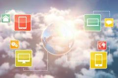 Image 3d composée des dispositifs de media avec le graphique de la terre Images stock