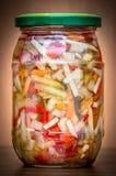 Image d'isolement d'un pot de conserves au vinaigre Photographie stock libre de droits