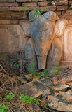 Image d'éléphant dans les pagodas bouddhistes birmannes antiques Images stock